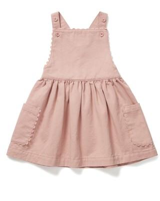 فستان تويل بتصميم مريلة